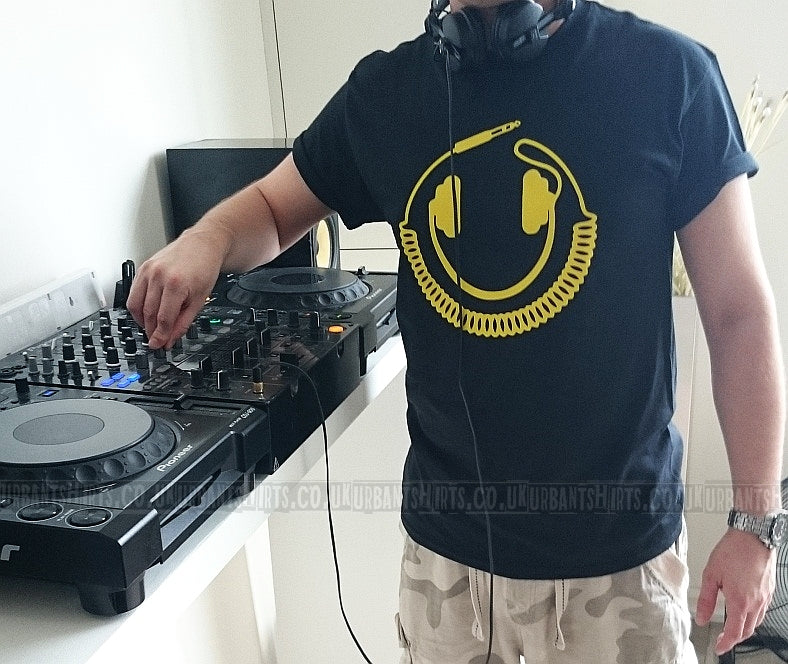 Smiley headphone cable T-shirt - Urbantshirts.co.uk