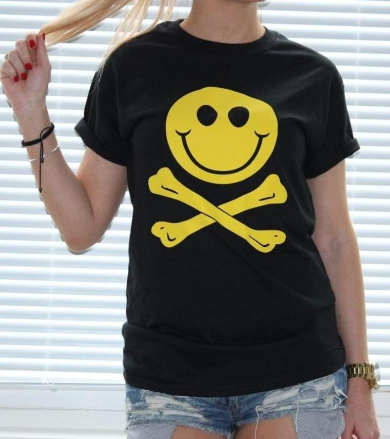 Smiley skull T-shirt - Urbantshirts.co.uk