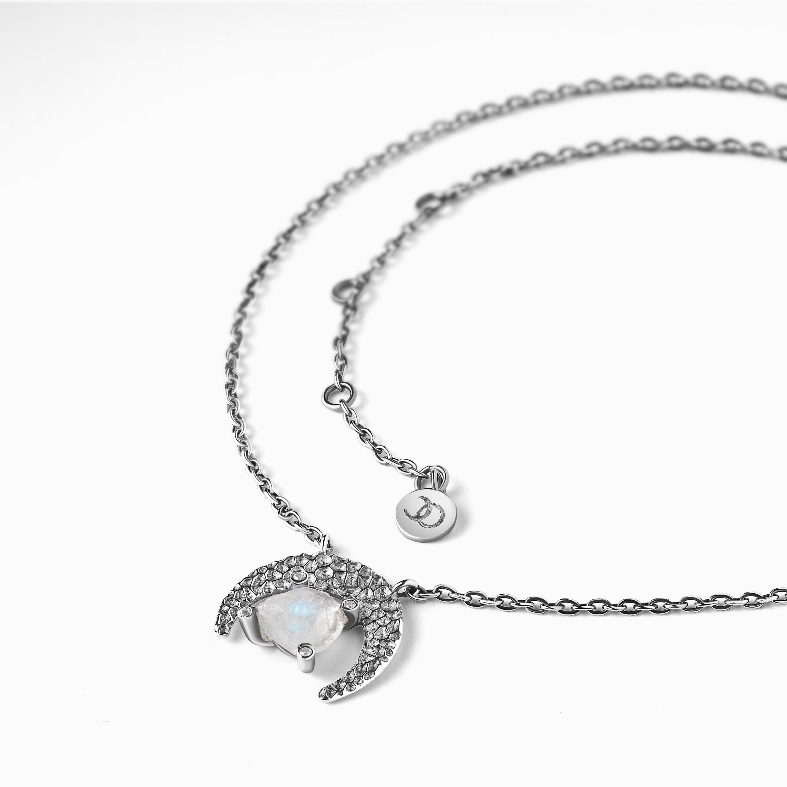 Pretty silver and and crystal necklace