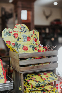 Berry Patch Oven Mitt - The Pioneer Woman Mercantile