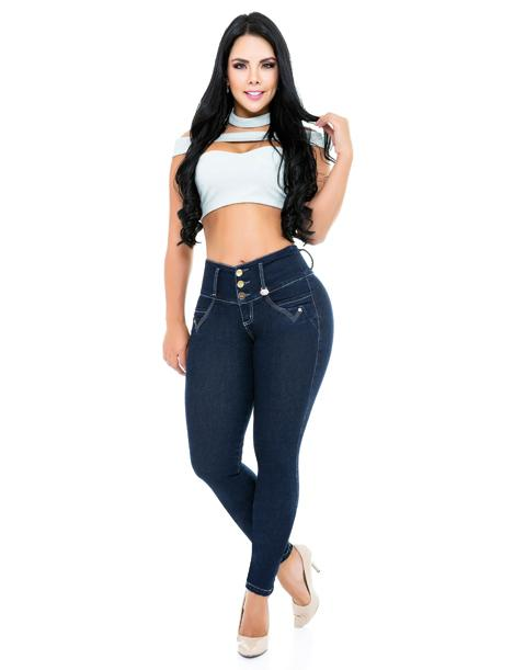 dark blue true religion dupes blue jeans three buttons levanta cola with white crop top and white heels