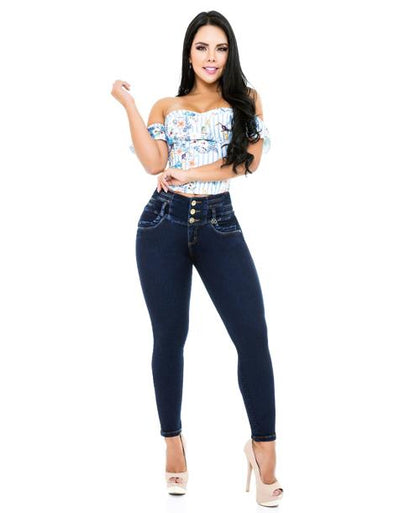 dark blue jeans skinny fit colombian dark hair woman with heels and colorful top