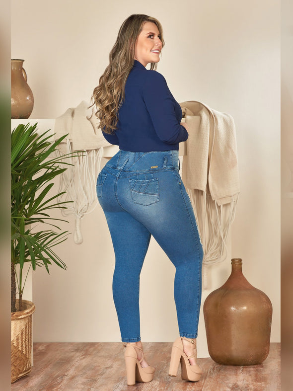 curvy colombian model skinny fit with high heels and navy blouse