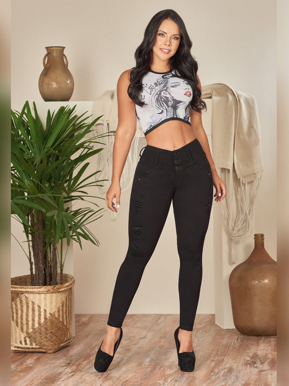 colombian fashion outfit colombian jeans black with black high heels and crop top