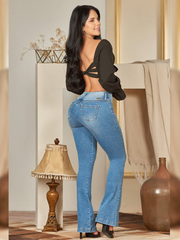 back view colombian woman wearing butt lift boot cut skinny jeans with black crop top