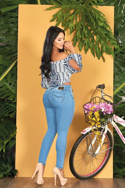 black hair beautiful back view colombian girl wearing animal print crop top and light wash blue skinny jeans