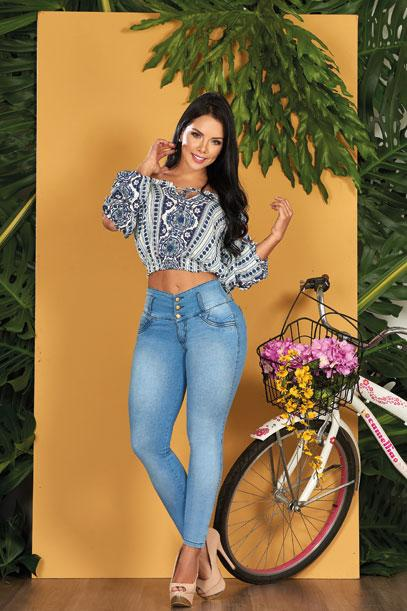 dark hair colombian woman wearing animal print white and black shirt ligh blue push up butt lift jeans light wash and high heels