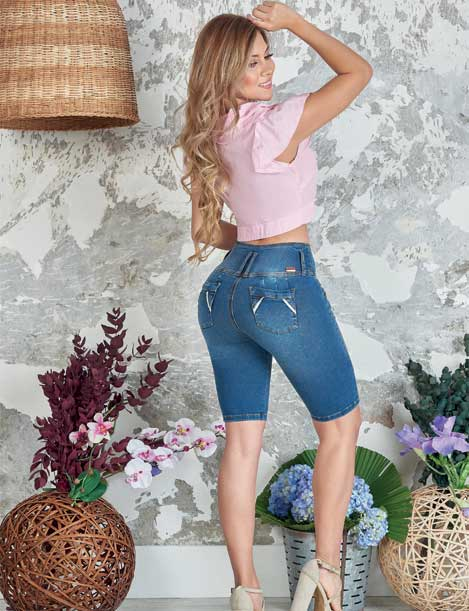 back view long blonde hair colombian girl with pink blouse wearing capri dakr blue butt lifter push up jeans and heels