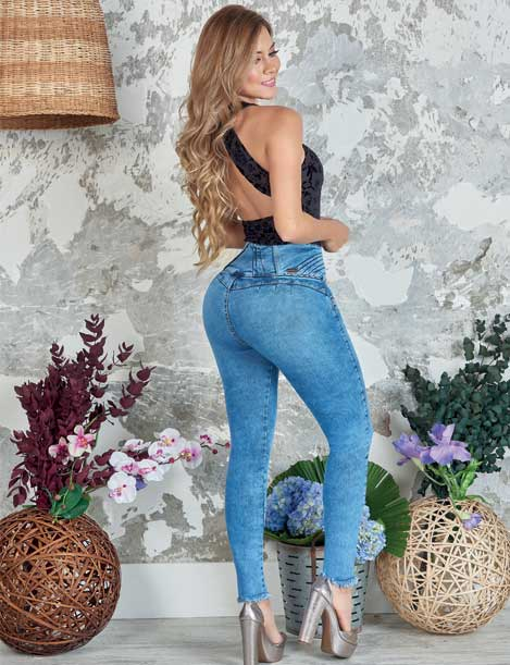back view long blonde hair colombian girl wearing black backless bodysuit and acid wash butt lift jeans wearing high heels