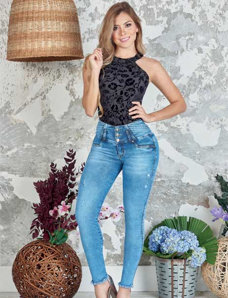 blonde colombian woman wearing acid wash butt lifting levantacola jeans and dark black high neck bodysuit top