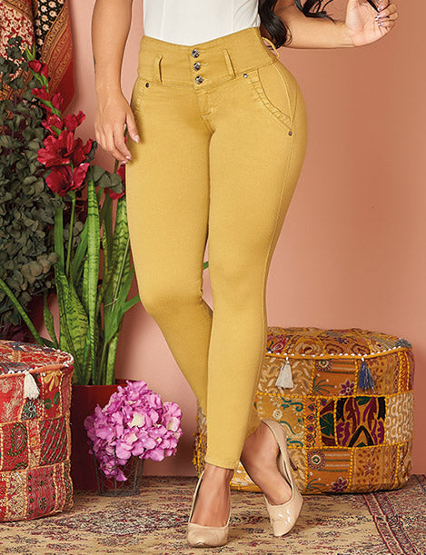 curvy colombian girl up close view of mustard yellow butt lift jeans with nude pumps