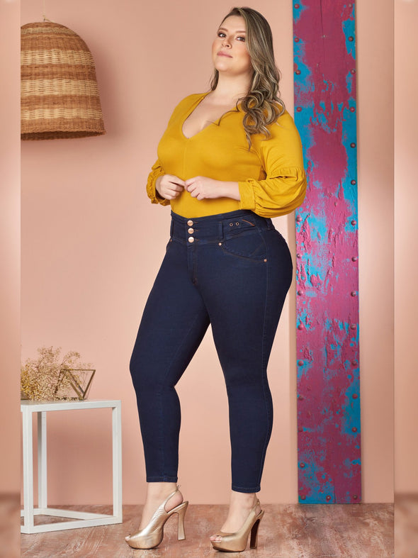 plus size model wearing yellow bodysuit and dark wash colombian jeans skinny fit