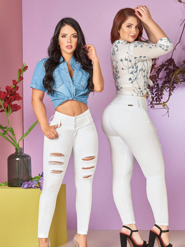spanish models wearing white butt lifting jeans distressed