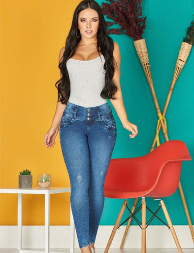 dark long hair colombian girl with curly hair wearing white top and dark blue butt lifter levantacola jeans three buttons