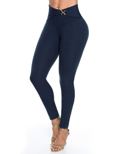 navy blue butt lift levanta cola leggings with gold plaque and gold high heels up close