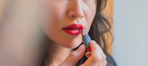 Hero- Applying Red Lipstick Travel Size