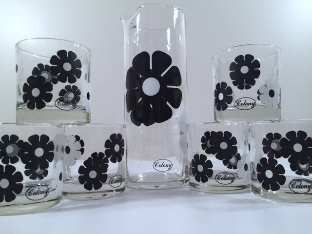 Colony Signed Retro Black and White Daisy 7-Piece Bar Set (1 Pitcher & 6 Glasses)