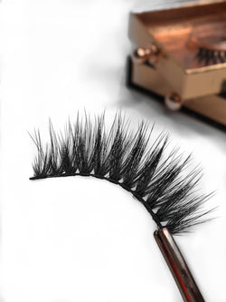 Luxurious handcrafted 3D silk lashes