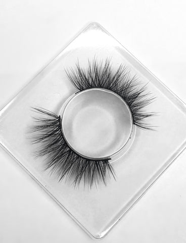 Luxurious handcrafted 3D silk lashes - Dainty