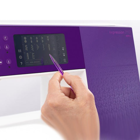Pfaff Expression 710 touchscreen
