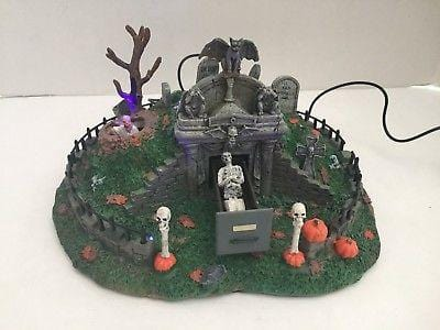 Lemax Hillside Mausoleum #84745 NEW  Free Shipping 48 States