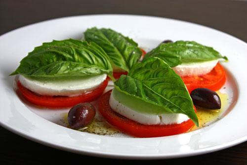 Low FODMAP Caprese Salad Recipe