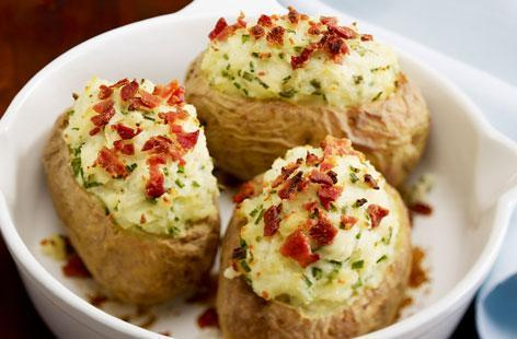 Low FODMAP Baked Potato with Ham and Chives Recipe