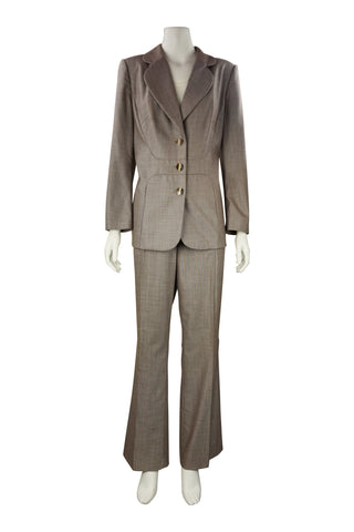 Curved pant suit