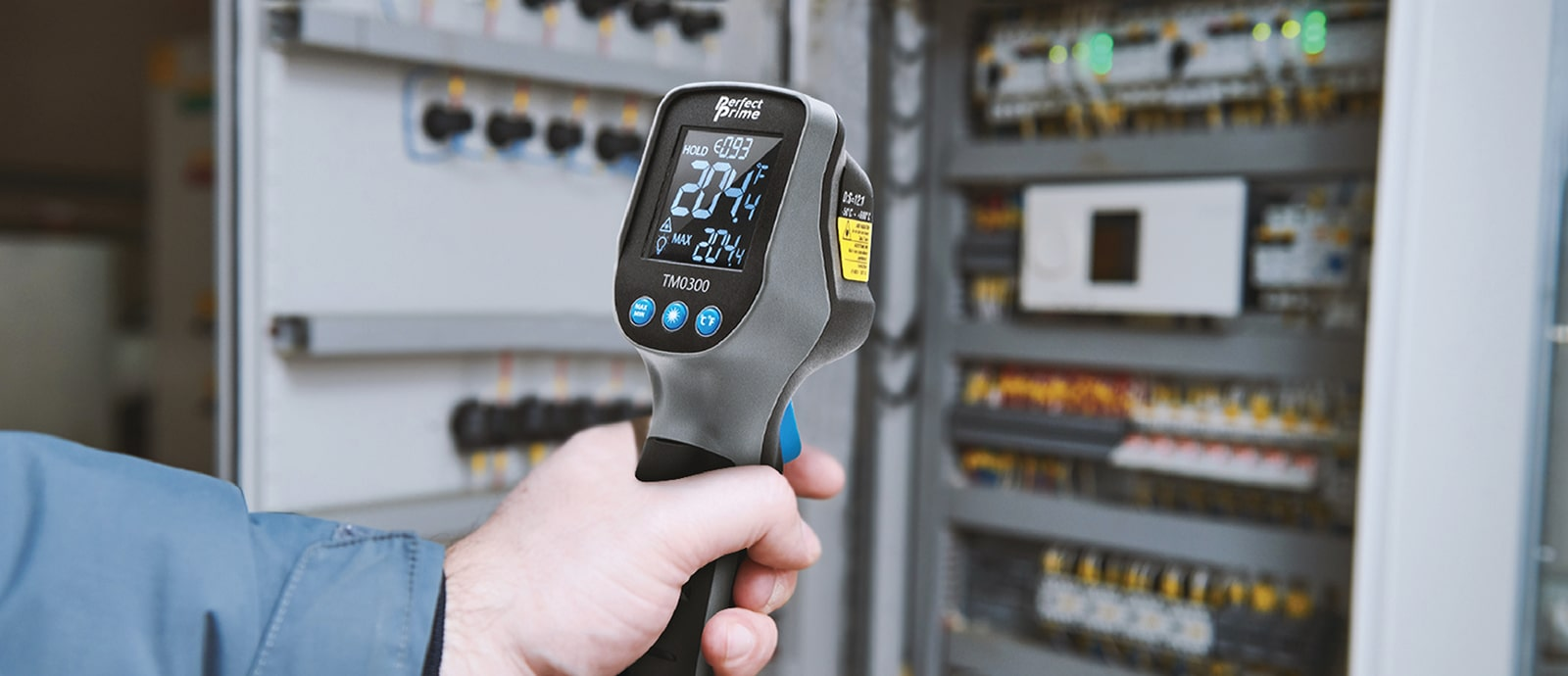 A hand holding a TM0300 checking mechanic system