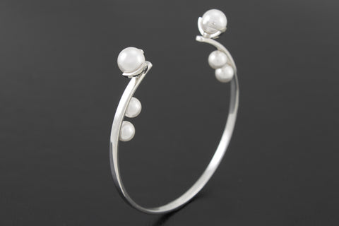 Pearl Bangle - White gold