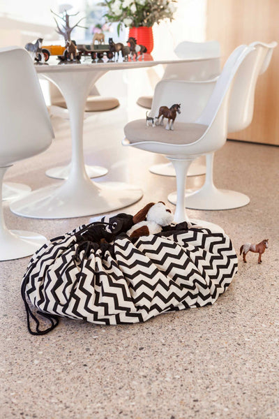 PLAY & GO Zig Zag Chevron Black White Monochrome Toy Storage Bag and Play Mat Modern Stylish Fun Interiors