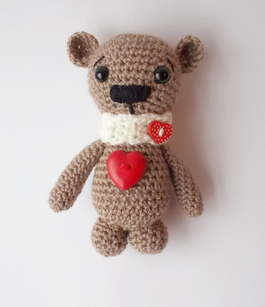 GUEST BLOG: Using the Crochet Project Bible to create a Amigurumi Valentine bear