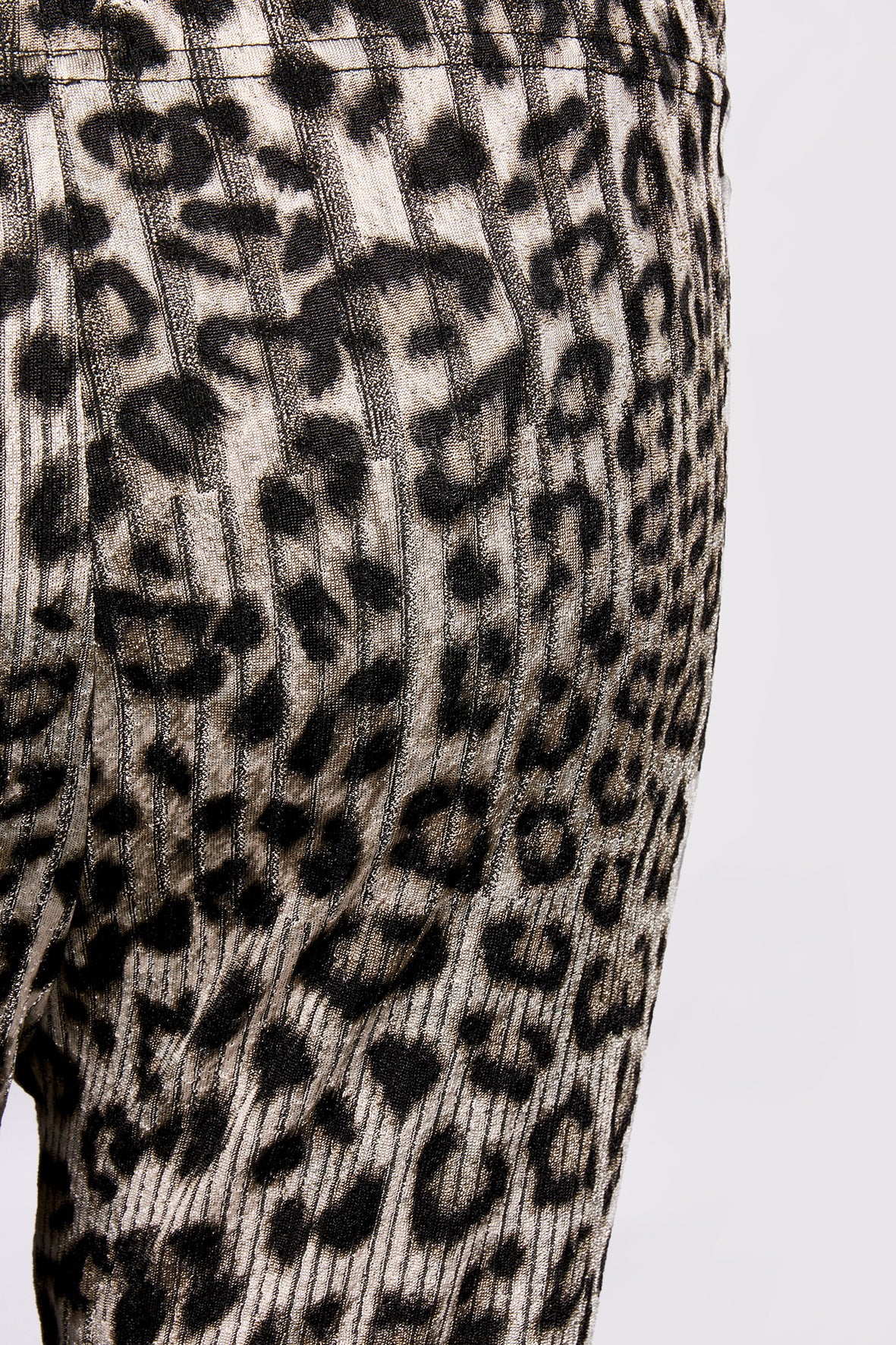 LEOPARD PRINT LEGGING IN BLACK