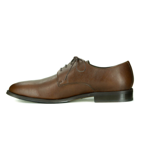 A simple tan vegan leather men's dress shoe. Lace up with 4 eyelets, rounded wider toe box. Dark brown sole.