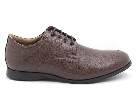 A men's dress shoe in brown pebbled vegan leather. EEE wide width. Lace up with 4 eyelets. Black sole, tan lining.