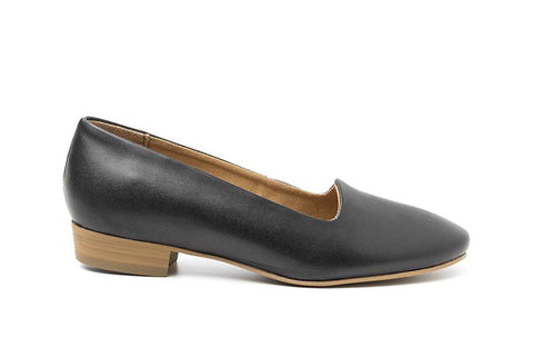 Classic loafer in black vegan leather with a 0.5 inch heel. Tan lining and sole.