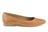 Simple flat with a pointed toe in tan vegan leather. Tan sole and cotton lining.