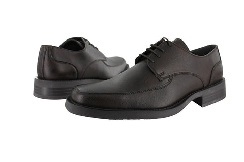 Men's dress shoes in dark brown vegan leather. Squared toe, lace up with 4 eyelets. Brown rubber sole. Brown lining.