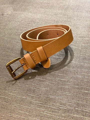 A 0.8 inch wide dress belt in camel vegan leather. Nickel free brass buckle, tan/beige lining.