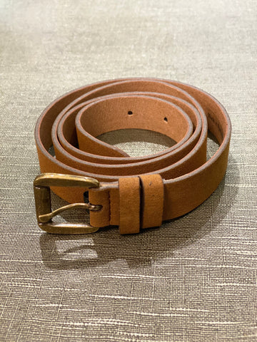 A 0.8 inch wide dress belt in tan microsuede. Nickel free brass buckle, tan/beige lining.