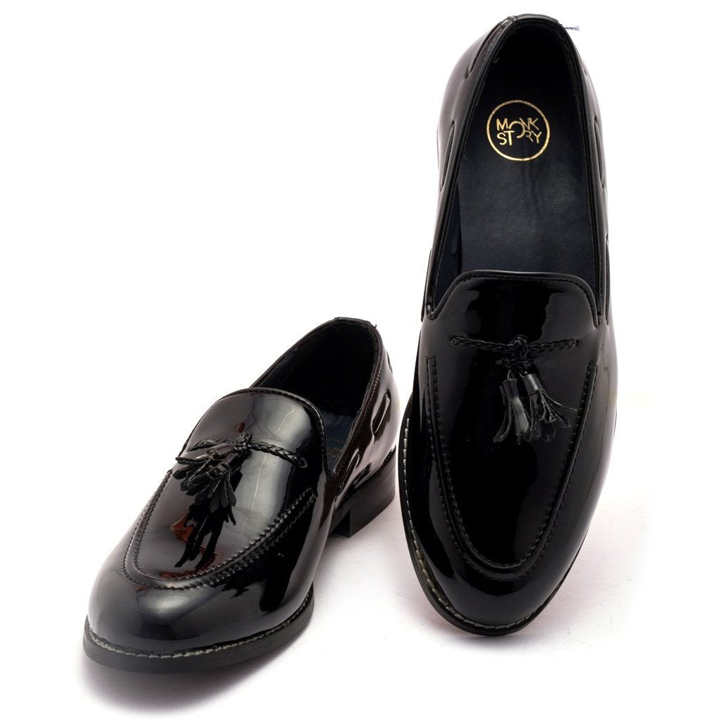 Cherokee - Black Shoes by Monkstory
