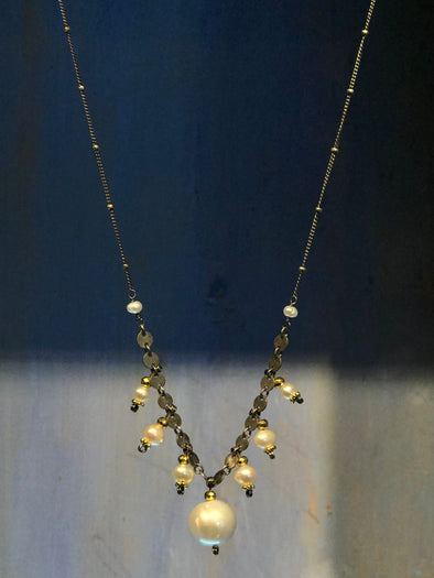 Seven drop pearl necklace