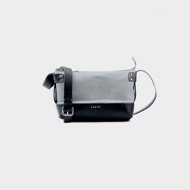 Woman's Weekend Leather Sling Bag - Black