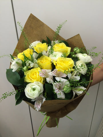 Natural yellow roses