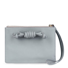 Detachable clutch in light grey with knot detail, front image.