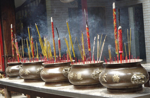 Make Your Own Incense Blends, The Witch's Guide