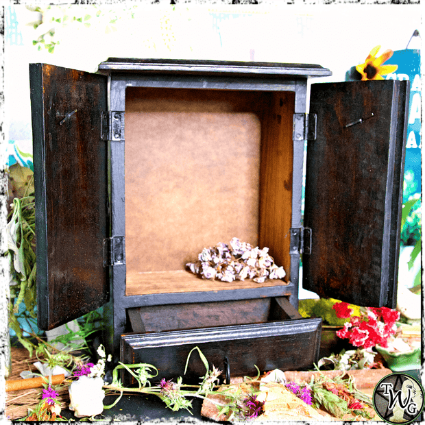 Pentacle Altar Storage, The Witch's Guide