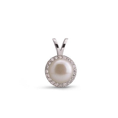 Timeless and Glamorous Silver Pendant with Freshwater Pearl