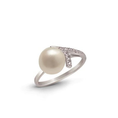 Elegantly Simple Silver Ring with Freshwater Pearl