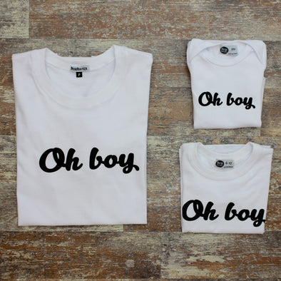 Camiseta Adulto OH BOY Fundo Branco MINI+ME